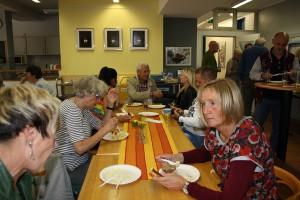 Kloenen bei Speis und Trank (3)